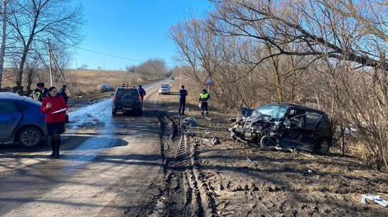 В тройном ДТП под Воронежем погиб 15-летний парень