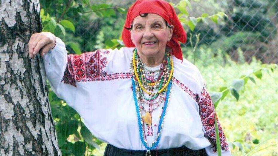 Репьевская пенсионерка пополнила коллекцию Рассказовского музея носка