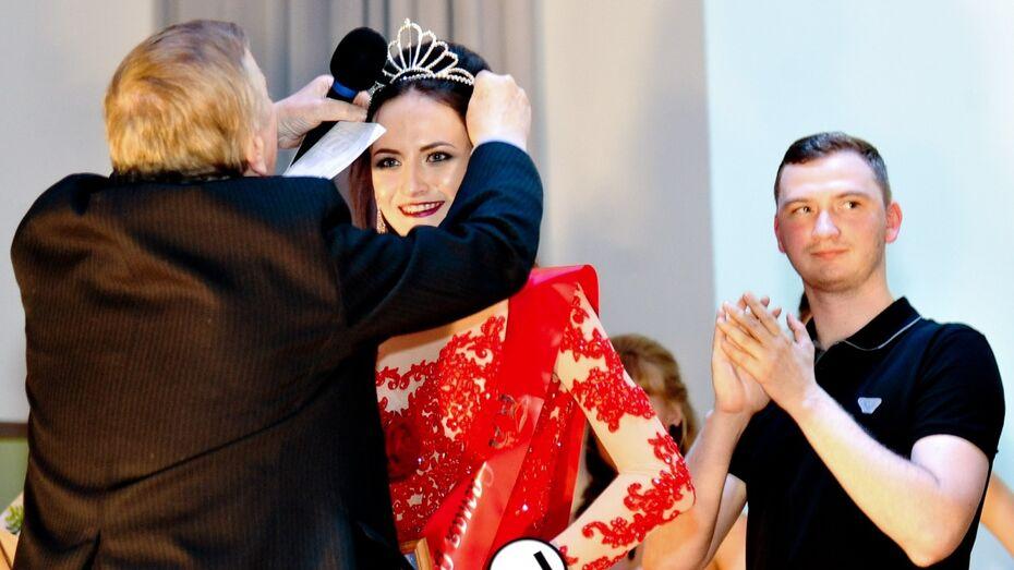 Девушка из Воронежа стала второй вице-мисс на конкурсе «Студентка России-2017»