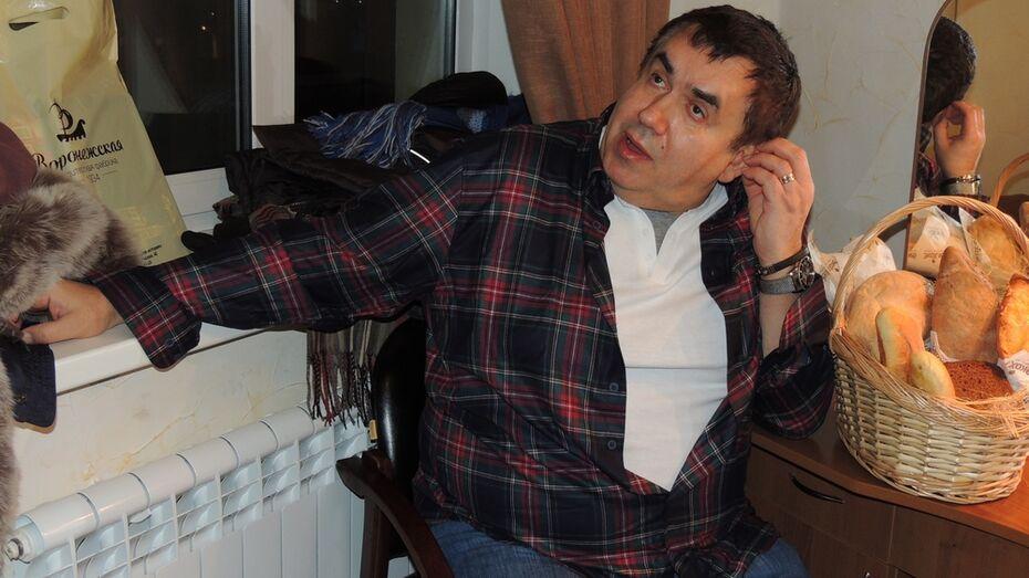 Стас Садальский раскритиковал воронежских чиновников за ржавую воду и нехватку дворников