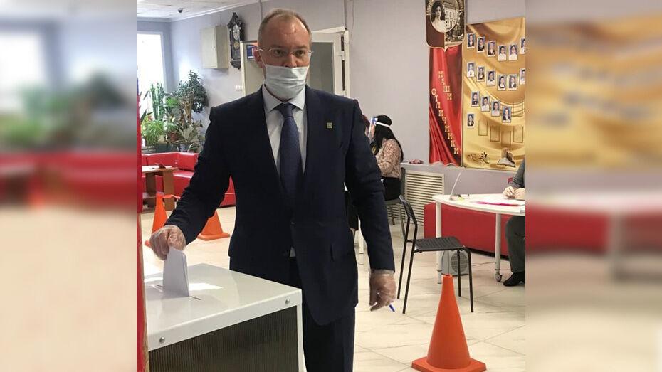 Глава Павловского района проголосовал в первый день выборов