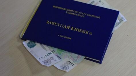 В Воронеже преподаватель вуза попалась на получении взятки