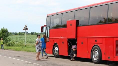 В Воронежской области 20 пассажиров попавшего в ДТП автобуса уехали домой через 7 часов