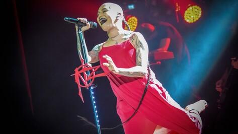 Певица Наргиз предостерегла воронежских зрителей от покупки фотографий с ее автографом