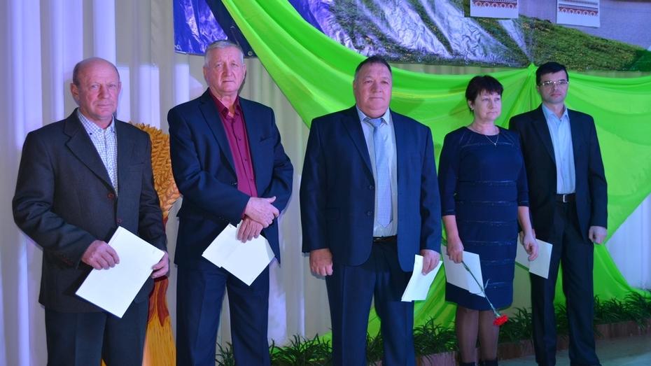 В Нижнедевицком районе грамоту и благодарности Минсельхоза РФ получили 3 человека