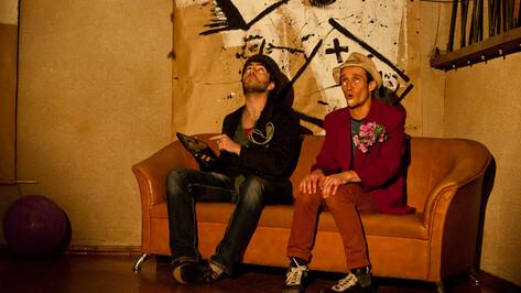 На открытии выставки социального стрит-арта актеры театра «Неформат» устроили перфоманс (ВИДЕО)