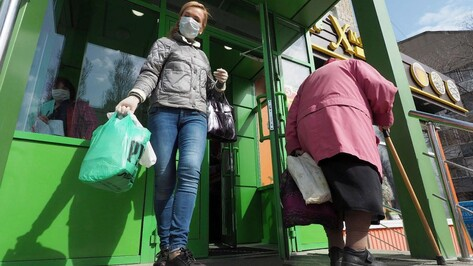 На выплаты воронежским соцработникам выделили более 95 млн рублей