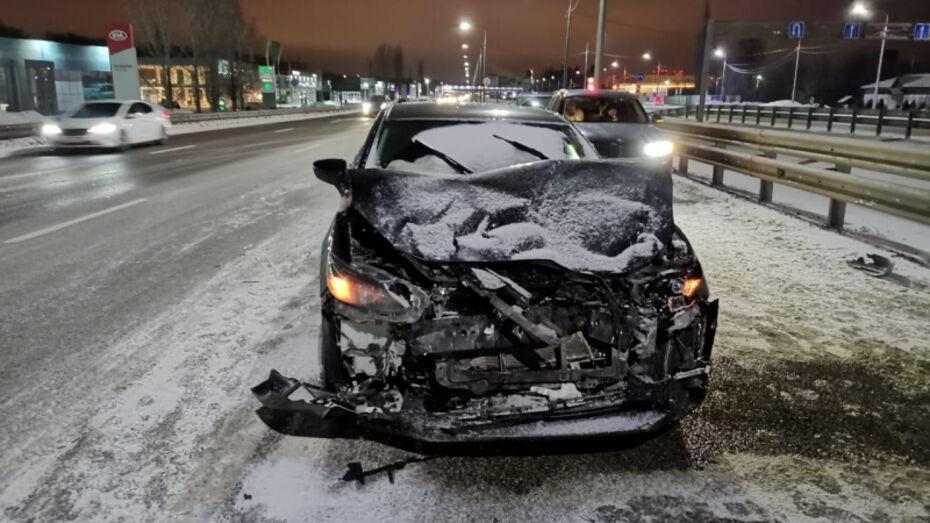 Под Воронежем пенсионер на «Ниве» столкнулся со встречной иномаркой: 3 пострадавших