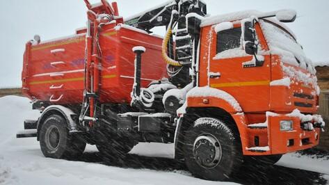 Семилукские коммунальщики вышли на расчистку снега в 4 утра