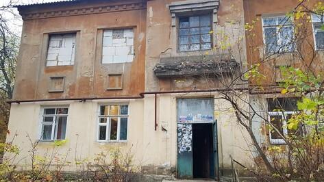 Поток кипятка из запертой квартиры затопил 2-этажку в Воронеже