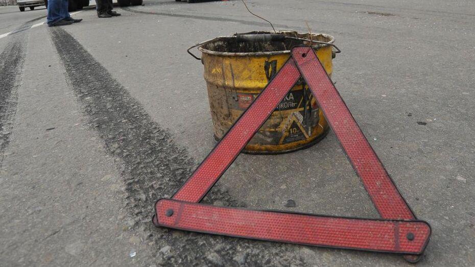 Малолитражка врезалась в остановку на Чудесной улице в Воронеже: пострадал пешеход