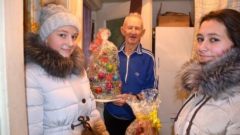 Поворинские школьники поздравили ветеранов с Новым годом