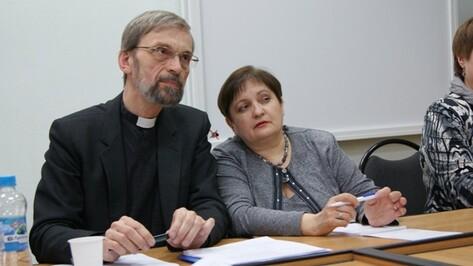 В Воронеже православные, католики и лютеране обсудили вечные проблемы
