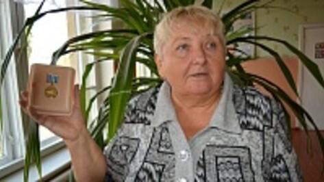 Жительницу Богучарского района наградили медалью в честь 40-летия БАМа