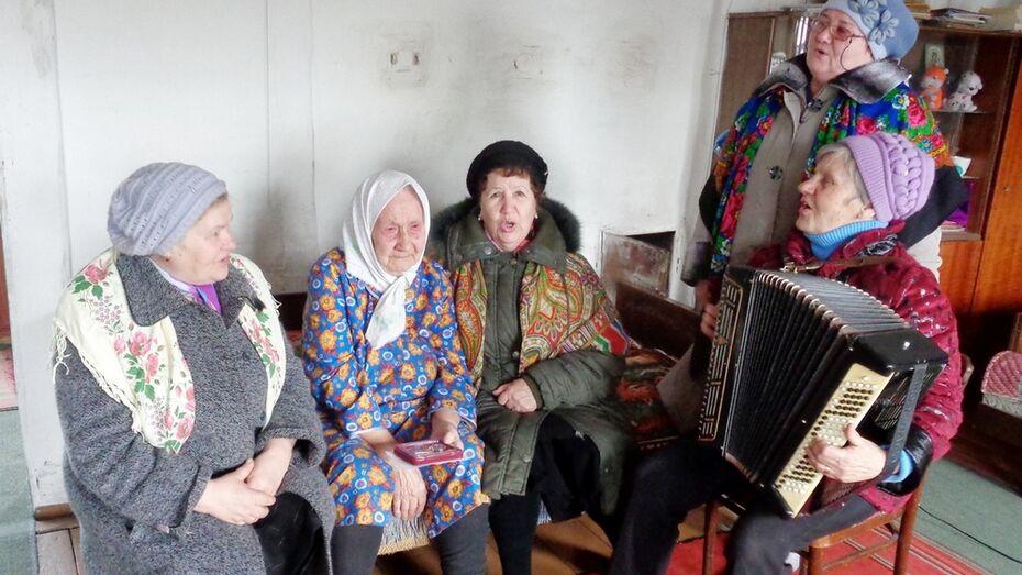 В Таловском районе ветеранам вручили юбилейные награды