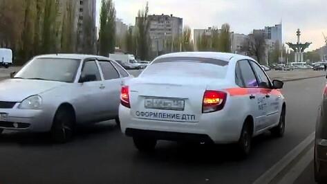 Наказание для выехавшего на встречку аварийного комиссара определит мировой суд в Воронеже