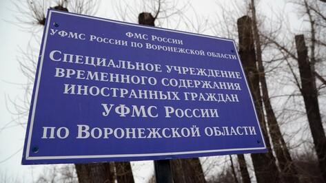 Ждущий под Воронежем депортации азербайджанец избил полицейского табуретом