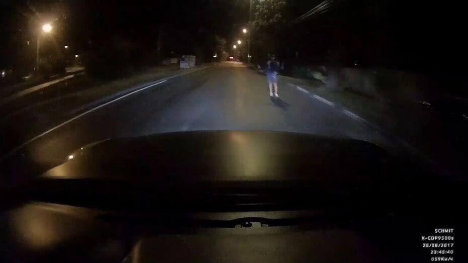 Воронежских водителей предупредили о пешеходе-мошеннике