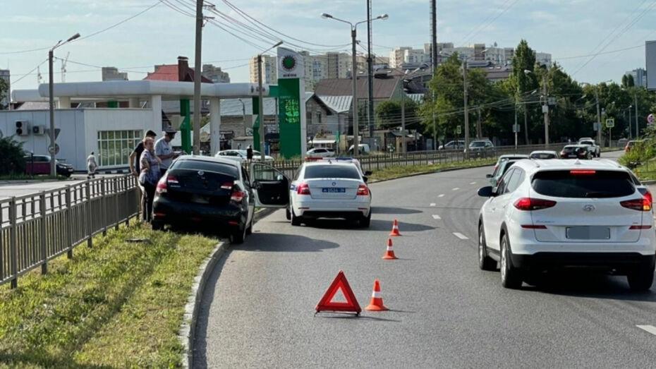 В Воронеже пенсионер разбился на иномарке на улице Шишкова