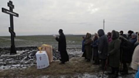 В Верхнехавском районе установили поклонный крест