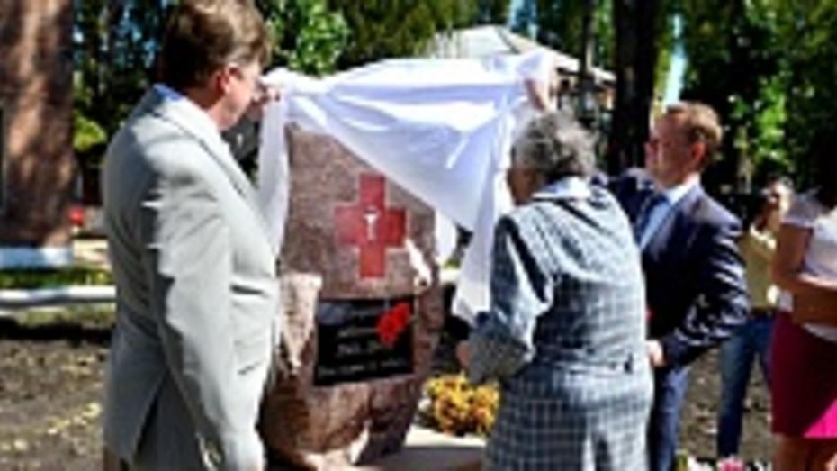 В Борисоглебске открыли памятник медикам-ветеранам