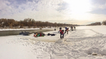 Воронежские экстремалы проплыли по Дону 7 км на льдине