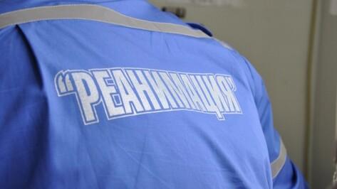 Мужчина попал в реанимацию после пожара в ремонтном боксе под Воронежем