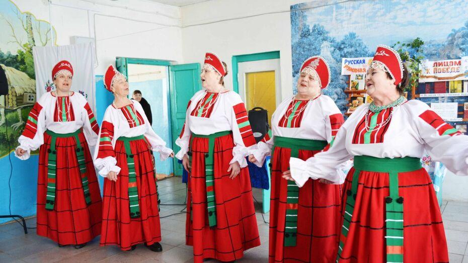 Жители отдаленного хутора Нижнедевицкого района проводили зиму