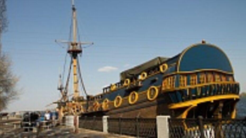 В Воронеже на «Гото Предестинации» установили бушприт и фок-мачту