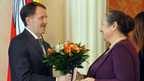 Областные награды из рук губернатора получили 15 работников культуры