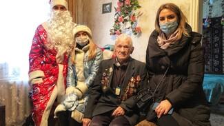 «Спасибо, внучки, что не забываете!» Воронежские ветераны получили подарки к Новому году