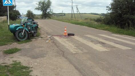 В Острогожском районе в ДТП пострадали мотоциклист и его пассажир