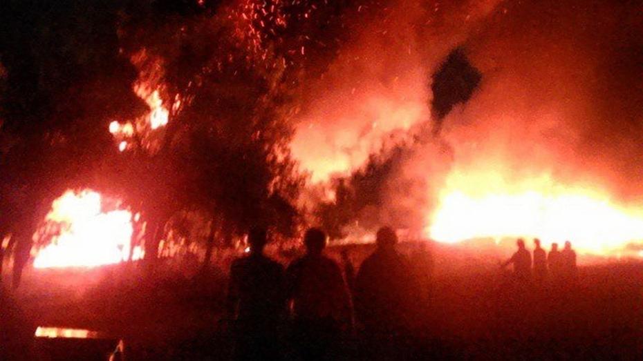 В Павловском районе столкнулись и загорелись 2 фуры