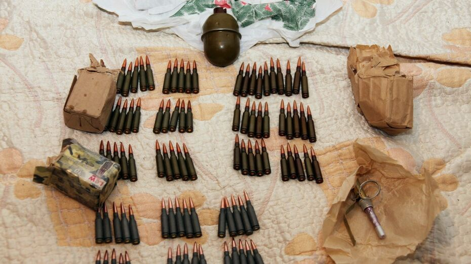 Трое жителей Воронежской области попались на контрабанде оружия из Украины