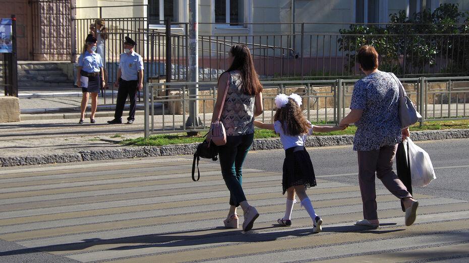 Воронежским семьям начали поступать президентские выплаты на школьников