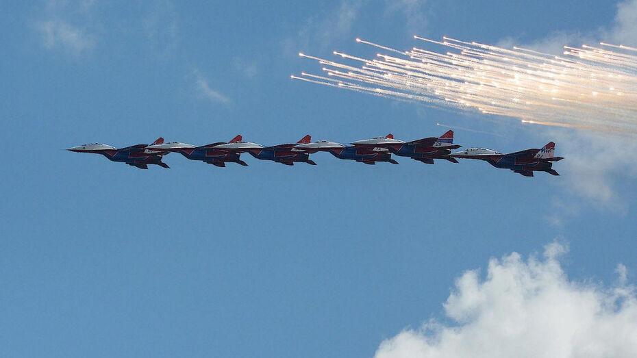 Первые лица региона поздравили воронежцев с Днем ВВС