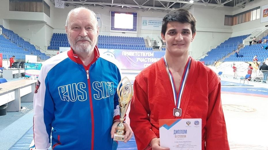Поворинский спортсмен взял «золото» на первенстве области по самбо