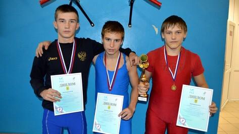 На всероссийском турнире репьевские борцы завоевали «золото» и «бронзу»