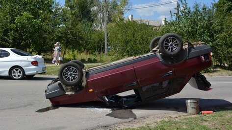 В Острогожском районе при столкновении с Chevrolet Lanos перевернулся «ВАЗ»