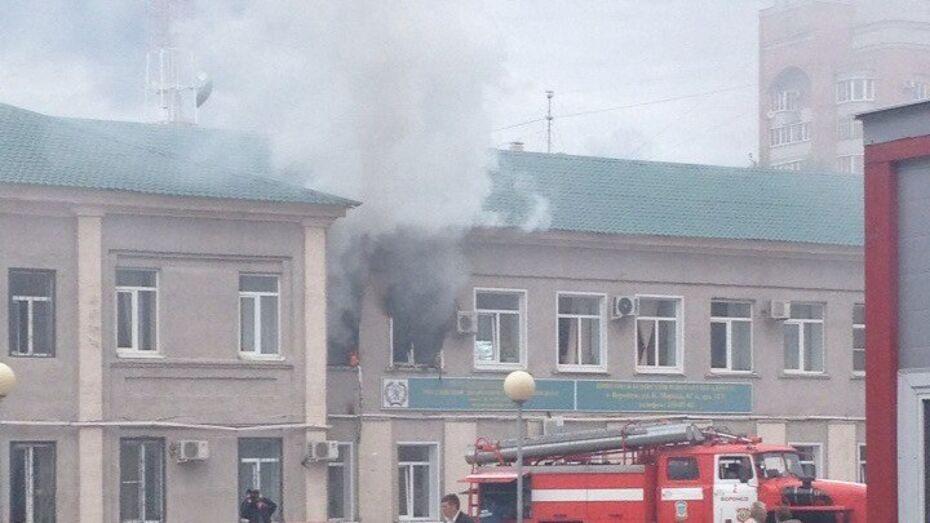В центре Воронежа пожарные потушили вуз