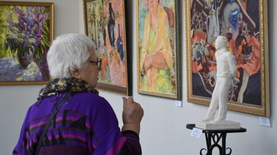 «Весенний вернисаж» собрал работы 95 воронежских художниц