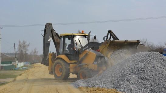 В нижнедевицком селе Першино отсыпали щебнем 1,2 км дороги