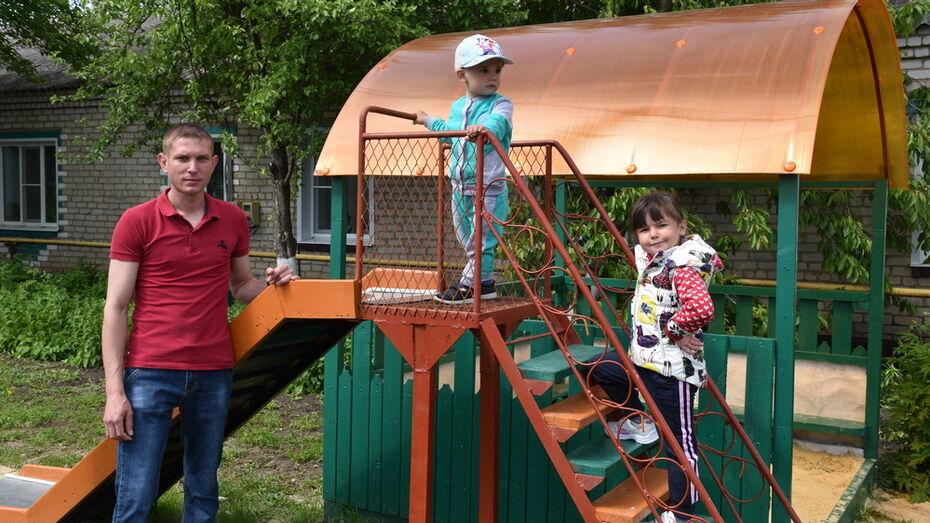 Жители Кантемировки своими силами сделали детскую площадку