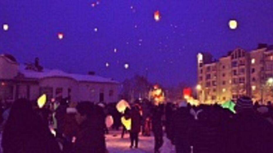 В Семилуках состоялся первый запуск небесных фонариков
