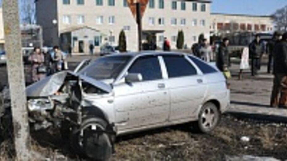 В центре Эртиля машина сбила женщину, шедшую домой на обед
