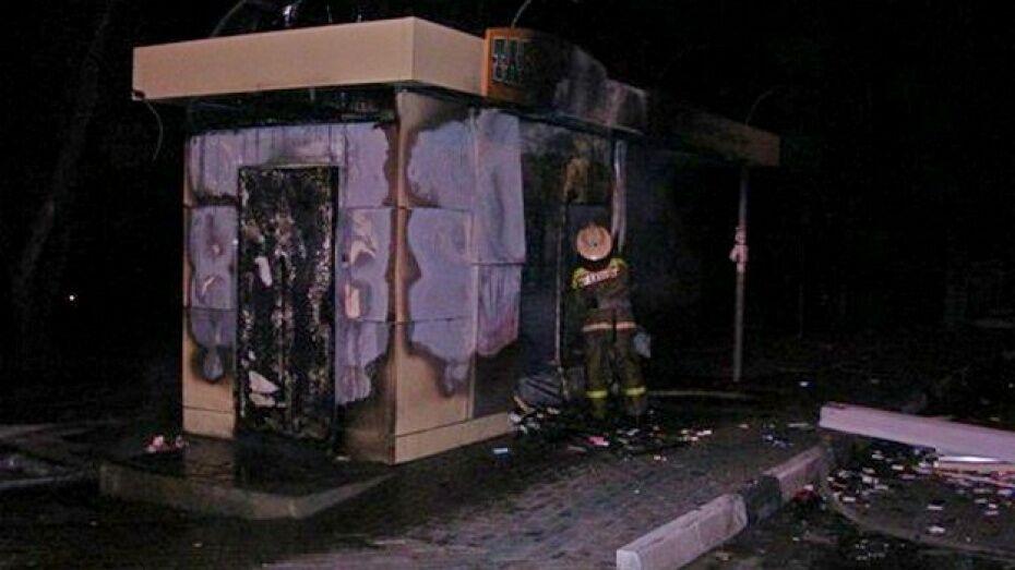 На улице Лизюкова в Воронеже сгорел киоск