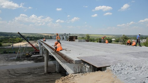 Воронежский губернатор пригрозил сменить строителей дороги в обход Подгоренского