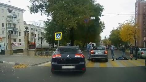 В Воронеже «Гранта» сбила пешехода: видео ДТП появилось в сети