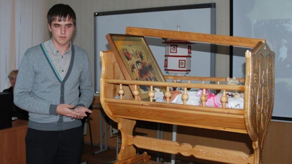 Школьник из Семилукского района сделал люльку для Христа