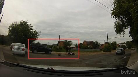 В Воронеже иномарка сбила скутериста (ВИДЕО)